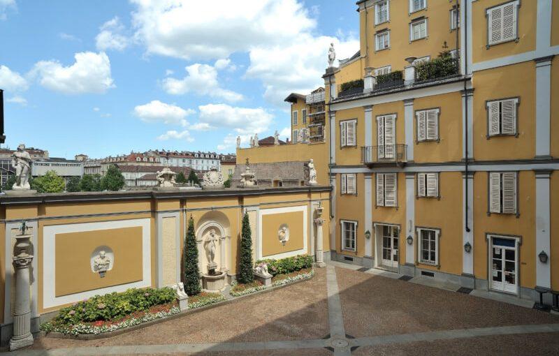 cortile interno con muro e fontana 800x510 Museo Accorsi-Ometto